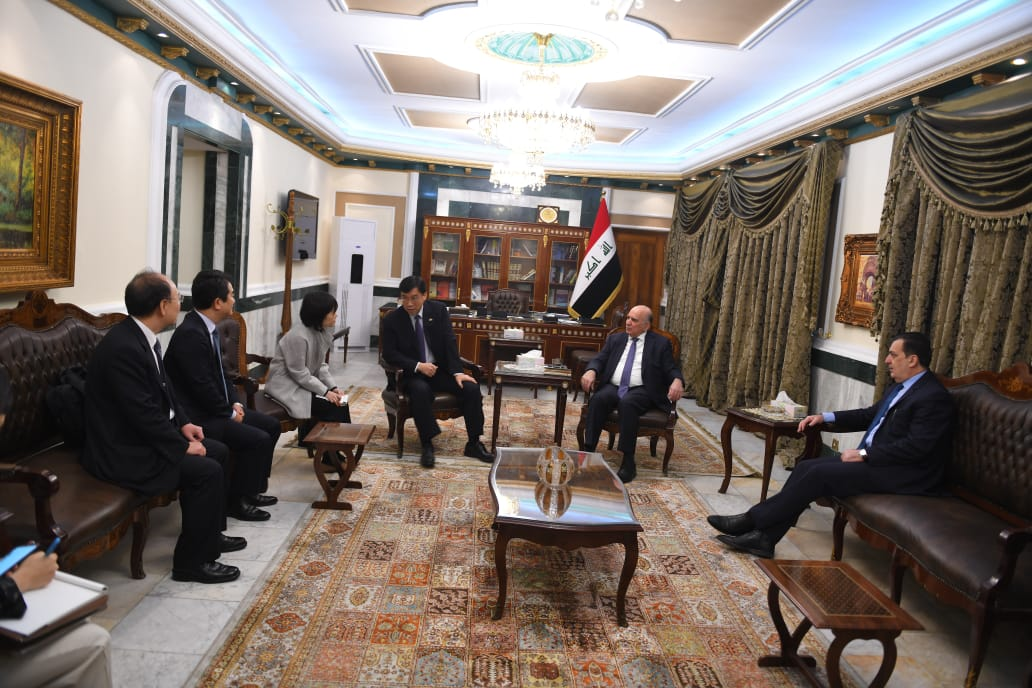 The Deputy Prime Minister and Minister of Finance receives the Ambassador of the Republic of South Korea in Iraq 0dd3d924-034b-4229-b73f-56f151d7b79a