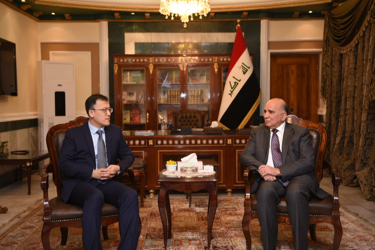 Deputy Prime Minister for Economic Affairs and Minister of Finance Mr. Fouad Hussein receives the Chinese Ambassador in Baghdad 0ff2f967-9168-4612-9080-dfd1755c7f5b