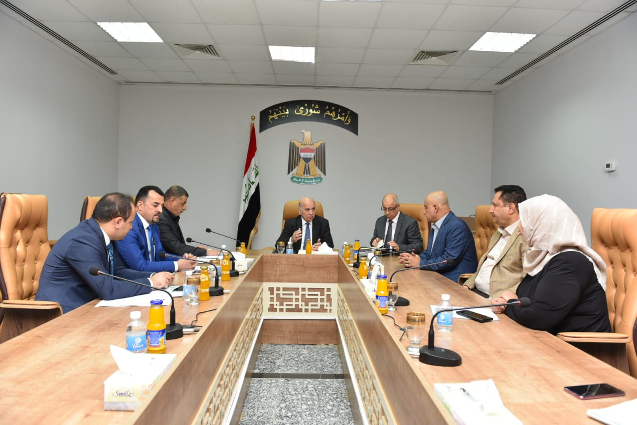 Deputy Prime Minister for Economic Affairs and Minister of Finance receives Governor of Diyala and members of the provincial council 20fae949-b333-4b68-8a7c-044950d656a8