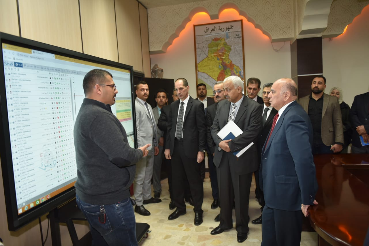 Deputy Prime Minister for Economic Affairs and Minister of Finance visits the field of the General Company for Banking Services and opens a GPS system project 303fa4a8-679d-469e-8cf1-894a42dd78f7