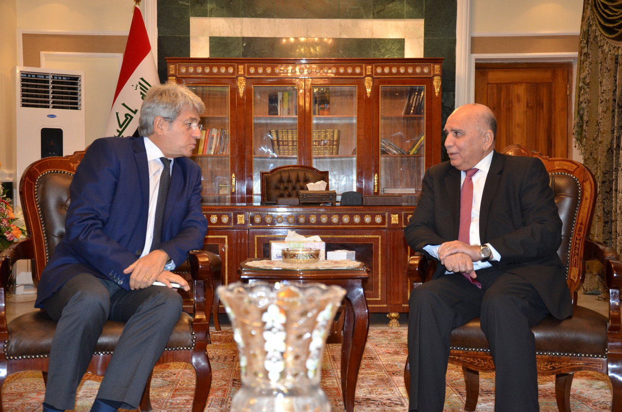 Deputy Prime Minister for Economic Affairs and Minister of Finance receives the Ambassador of France in Baghdad 42e5a23b-dd39-452d-a3bd-c2692c1e8916