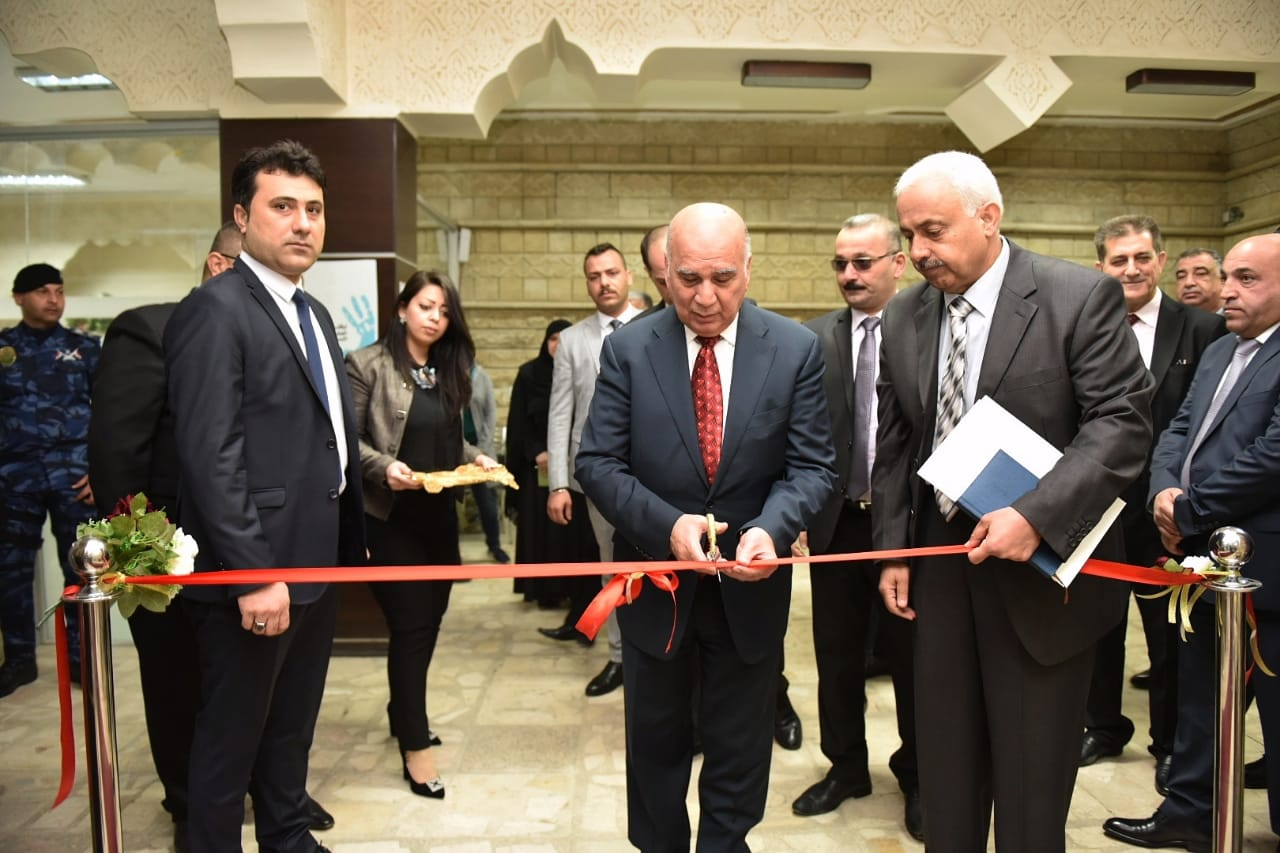 Deputy Prime Minister for Economic Affairs and Minister of Finance visits the field of the General Company for Banking Services and opens a GPS system project 43aefec4-da7f-4c25-bdbb-385ca1dbbd2b