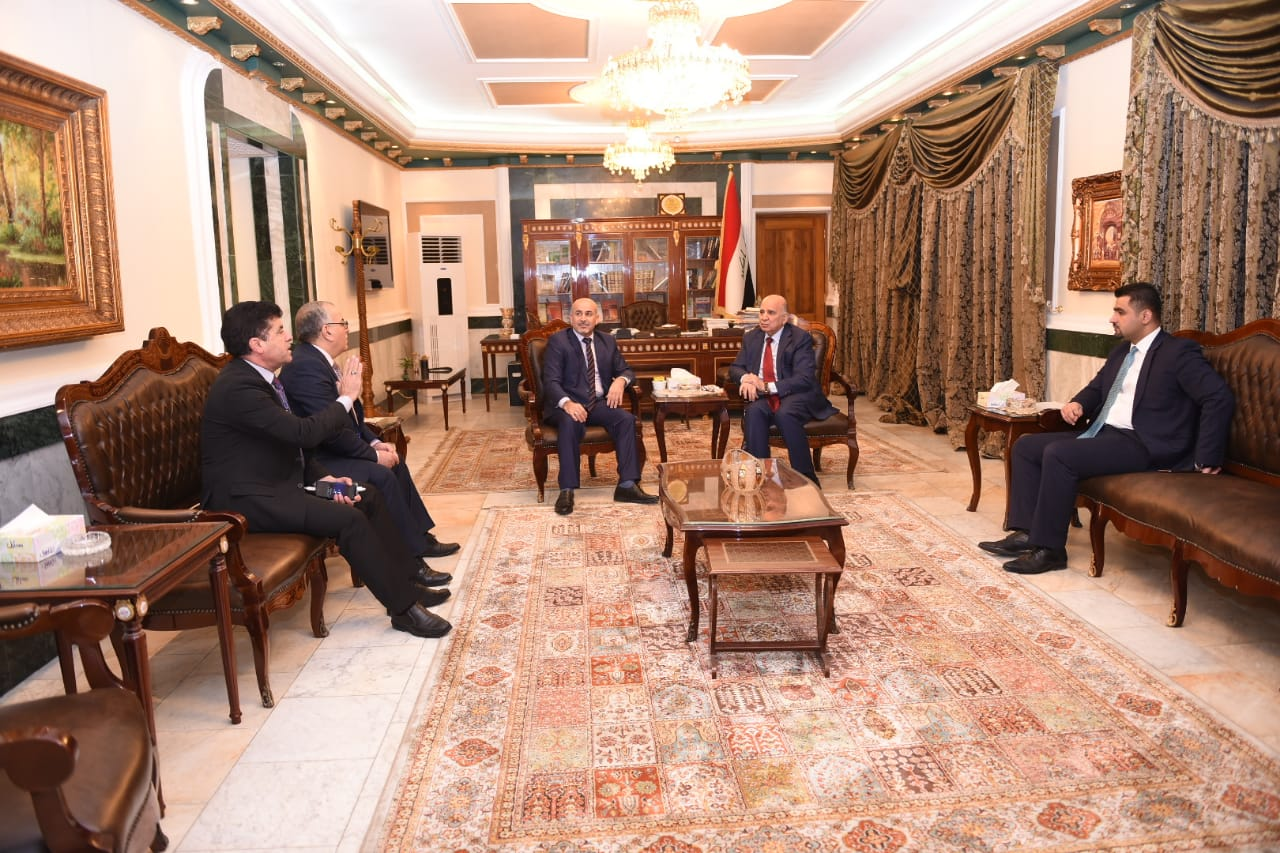Deputy Prime Minister for Economic Affairs and Minister of Finance meets a number of members of the Iraqi Council of Representatives D1c1d74f-e96f-4b9a-a9c2-3072bee909ec