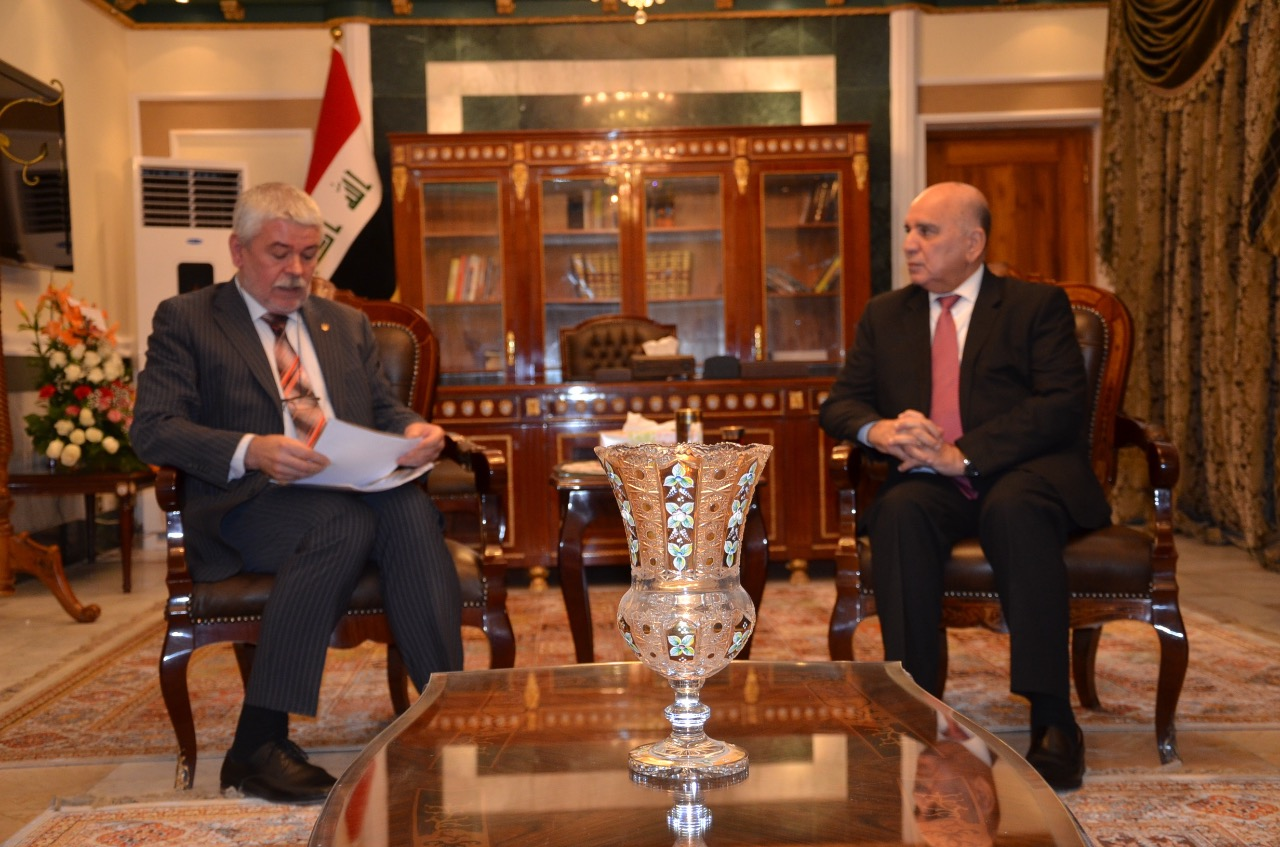 Deputy Prime Minister for Economic Affairs and Minister of Finance receives the Ambassador of Ukraine in Baghdad and the accompanying delegation E41c7b2b-8b04-4b7d-b7bf-aa3ce2a9eb47