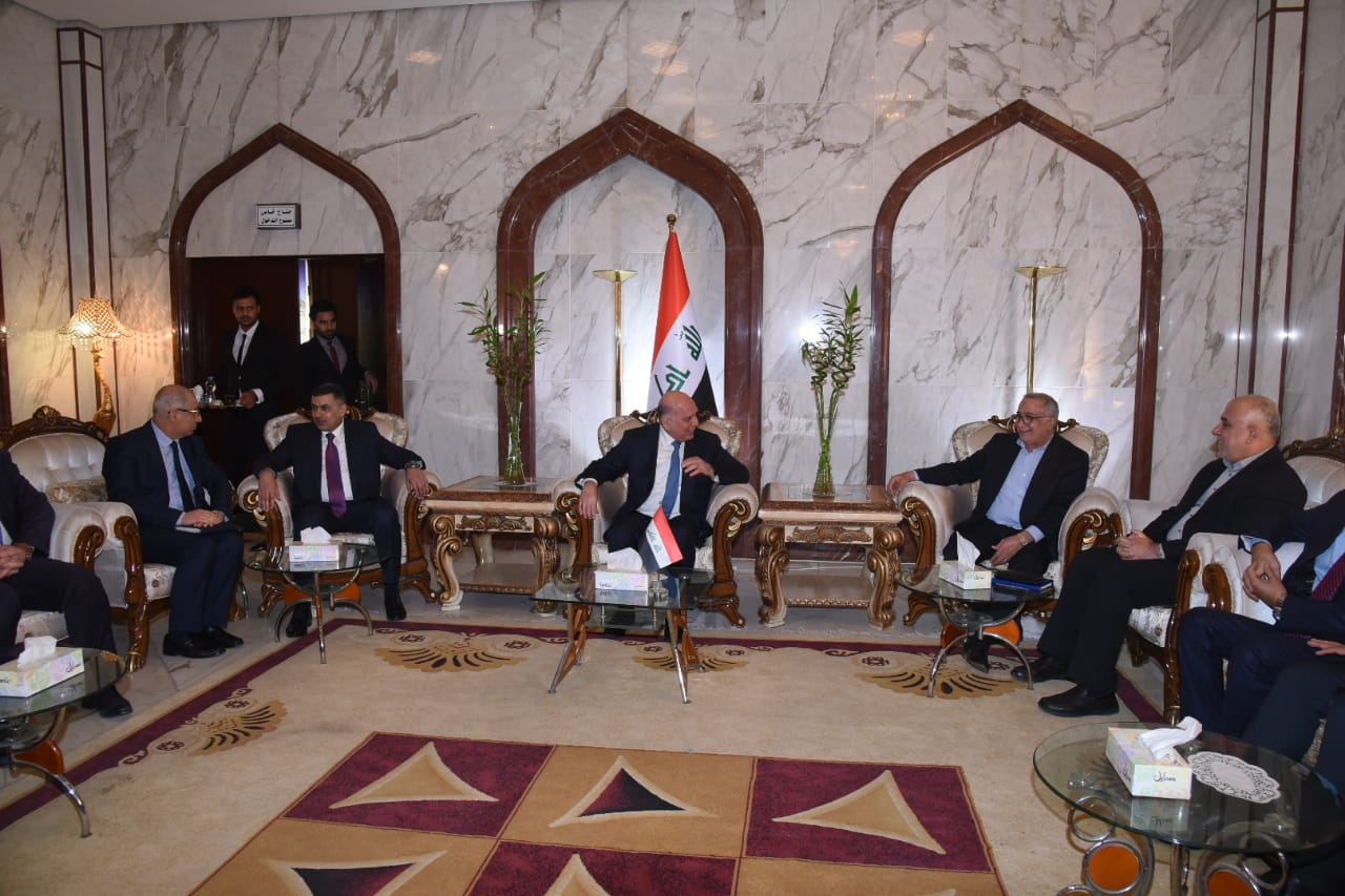 Deputy Prime Minister for Economic Affairs and Minister of Finance Mr. Fouad Hussein visits the province of Basra and meet members of the local government and dignitaries Index